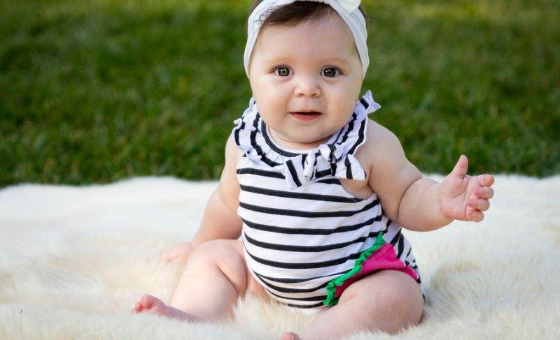 wann babys alleine sitzen können